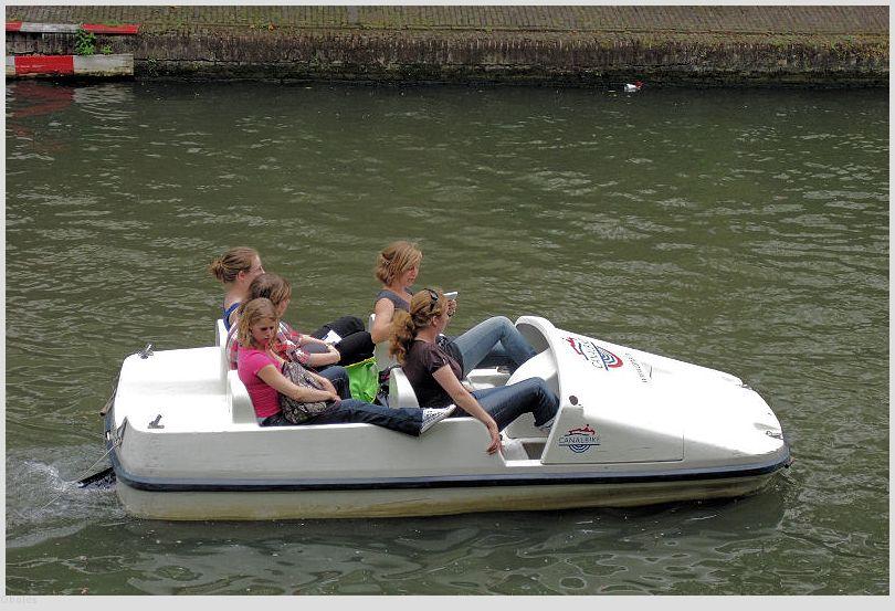 Vrolijk waterfietsen