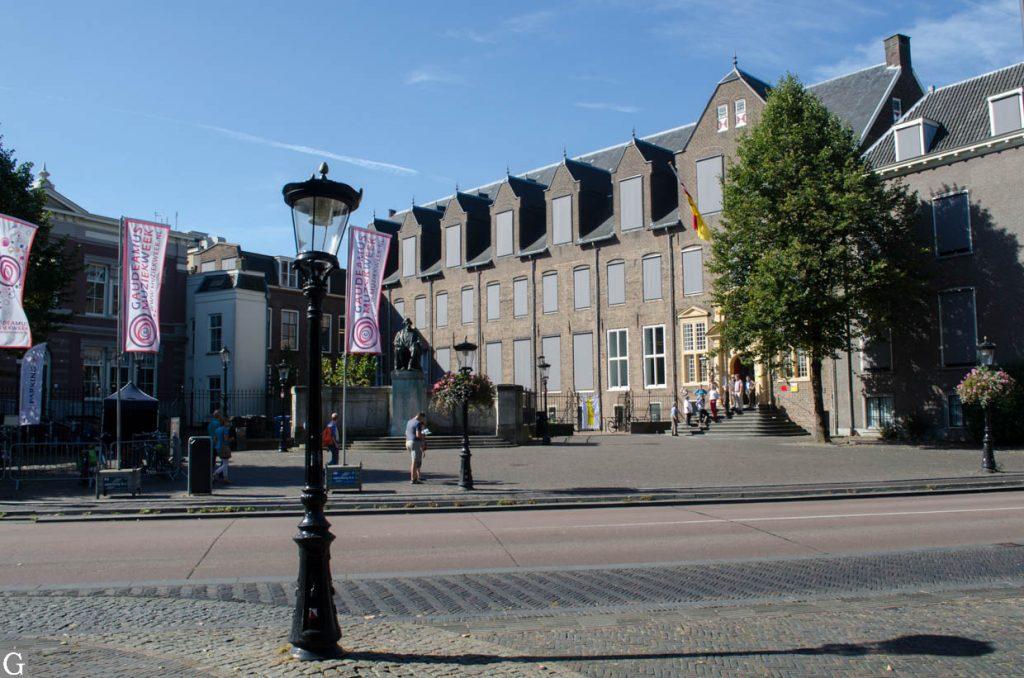 Janskerkhof met monument Donders