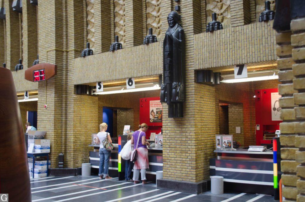interieur postkantoor Neude, loketten 5-7