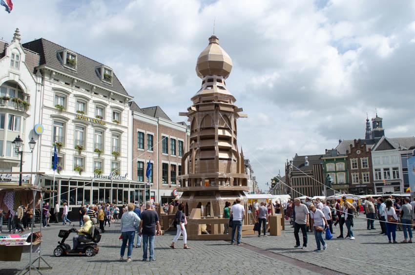 kartonnen toren